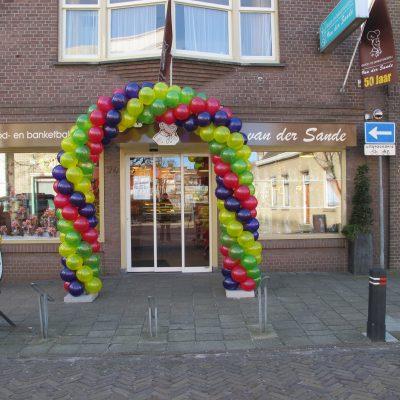 Ballondecoratie - Grote ballonboog bestaande uit 11 inch ballonnen