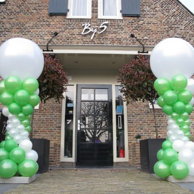 Ballonnendecoratie - Ballonnenpilaar met clusters van 5 ballonnen