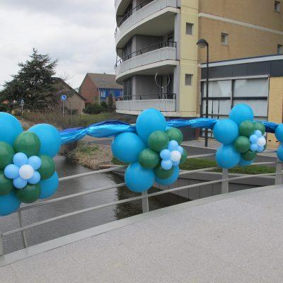 Ballonnendecoratie - Grote ballonrozet gemaakt van 16, 11 en 5 inch ballonnen