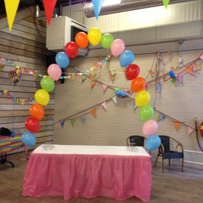 Deze ballonboog bestaat uit een schakel heliumballonnen van 11 inch