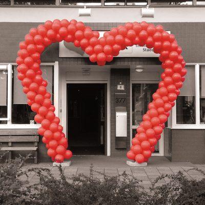 Ballondecoratie - Deze ballonnenboog heeft de vorm van een hart