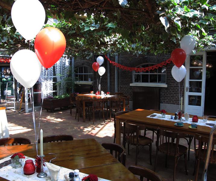 Heliumballonnen op tafel